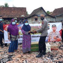 Polres Blora Serahkan Bantuan Sosial Kepada Korban Kebakaran