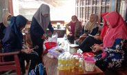 Pengabdian ke Masyarakat, Mahasiswa UTM Gelar Pelatihan Home Industry Sabun Cuci Piring dan Jamu Serbuk Daun Kelor