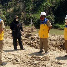 Anggota DPRD Blora Cek Pengerukan Embung di Tanggel