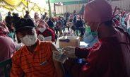 Warga Kampung Minyak Antusias Ikuti Vaksinasi